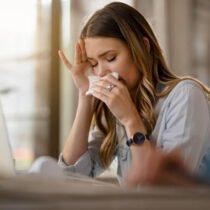 Oli essenziali per il mal di testa: quale olio essenziale scegliere per curare l'emicrania
